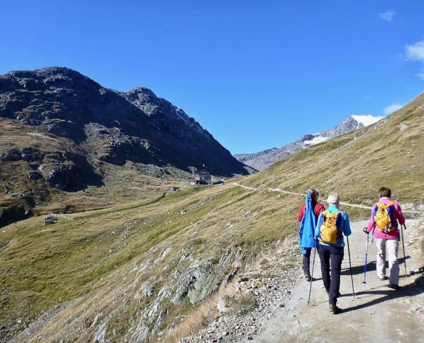 hiking towards the Martin-Busch-hut