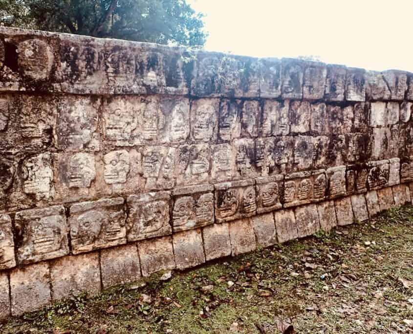 Chichén Itzá - stone carvings